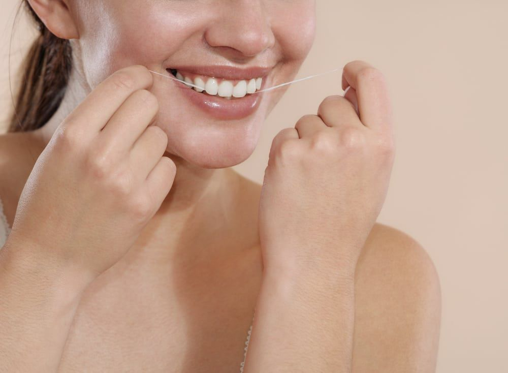 How-to-Floss-Your-Teeth